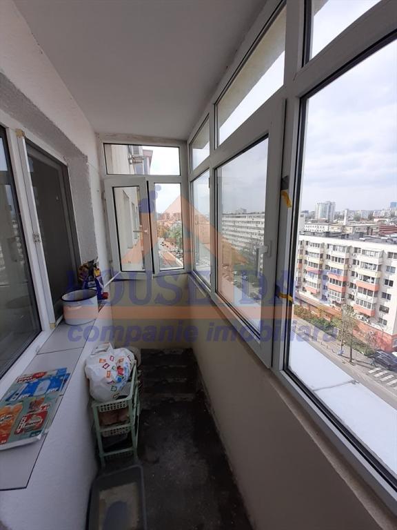 Vanzare apartament 3 camere, Stefan cel Mare- Lizeanu, anul 1980, etajul 9, pret 105.000 euro, 77 mp. lift nou.