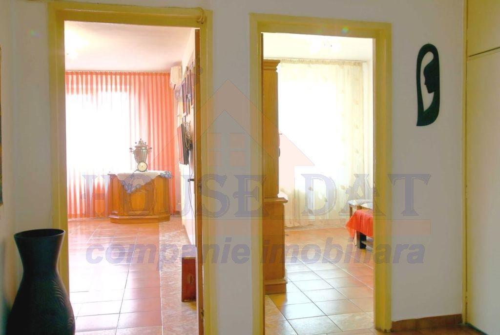 vanzare apartament 4 camere Vitan, vanzare 4 camere Mihai Bravu, devanzare apartament 4 camere Vitan, vanzare 4 camere Mihai Bravu, decomandat, partial, complet, mobilat, utilat, grup sanitar, mall vitan, mall bucuresti, central, comun, superb, Bucuresti,