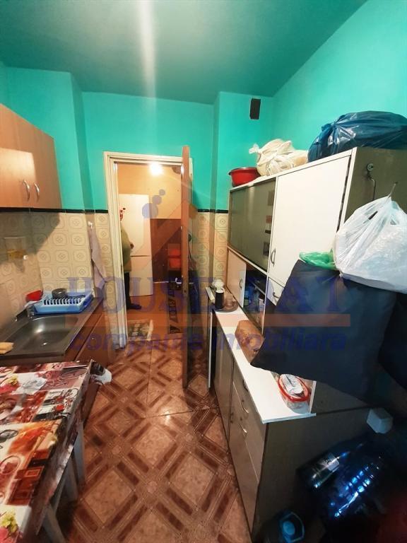 Vanzare apartament 3 camere, Mega Mall, Pantelimon, anul 1975, parter, pret 85.000 euro, confort 1, semidecomandat, geam baie.
